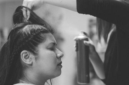 Hochzeitstag Hairstyling beim Frisör Hochzeitsreportage