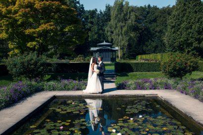 Hochzeitsshooting Paarfotografie Brautkleid Hochzeitsanzug romantisch im botanischen garten augsburg