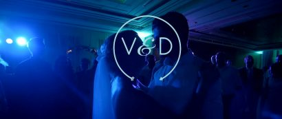 Videograaf filmt tanzendes Ehepaar
