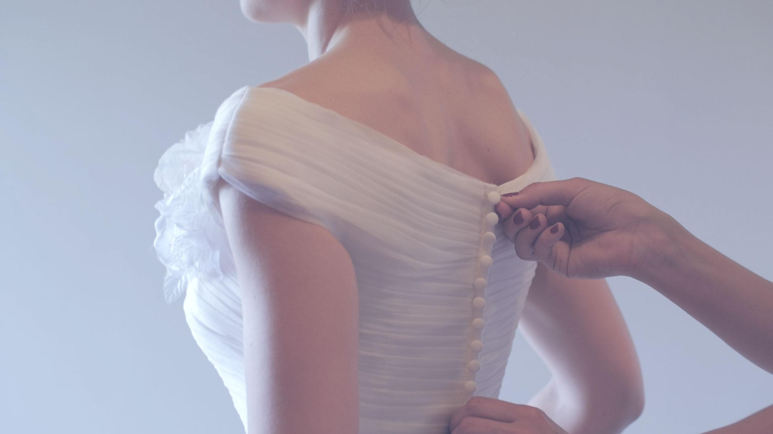 Hochzeitsvideograf-bayern-Brautkleid-prep-styled-shooting-Zammgfasst-Nürnberg.jpg