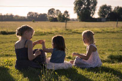 Hochzeitsreportage spielende Kinder
